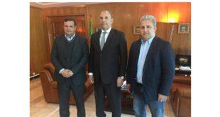 Le président de la FASM avec le Wali d'Oran, au milieu, et le vice-président de la FASM
